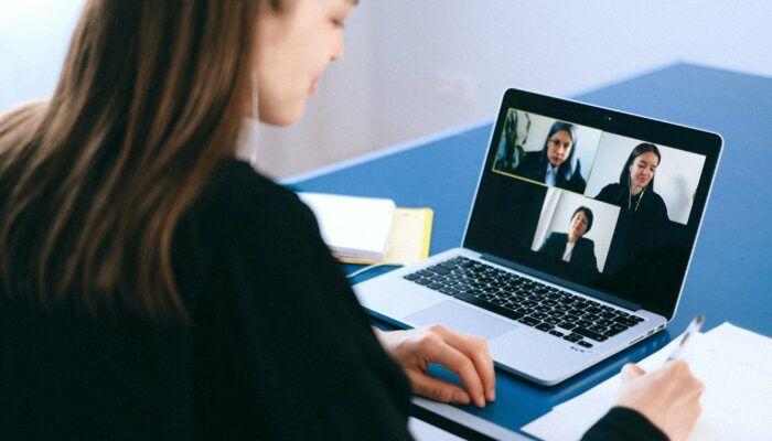 Veilig online vergaderen en videobellen? Dit zijn volgens Data News interessante tools daarvoor, geschikt voor u als verzekeringsmakelaar.